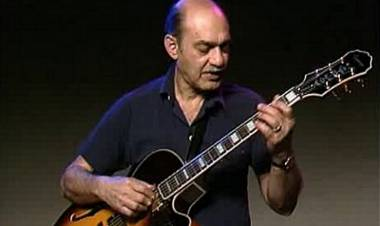 El 23 de mayo de1994 falleceel guitarrista de jazzJoe Pass