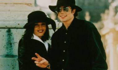 El 26 de mayo de1994Michael Jacksonse casa conLisa Marie Presley