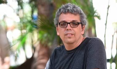 El 2 de junio de 1966 nace el cantautorPedro Guerra