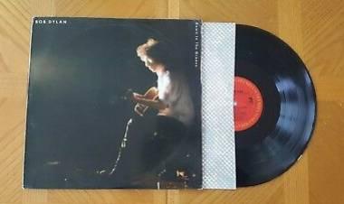 """El 31 de mayo de 1988Bob Dylanpublica el álbum """"Down in the groove"""""""