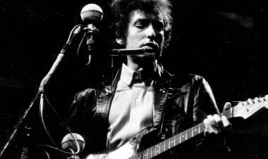 El 25 de julio de 1965 Bob Dylan se hizo eléctrico (y se olvidó de la canción protesta)