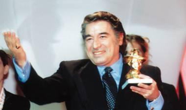 El 19 de agosto de 1945 nace Sandro