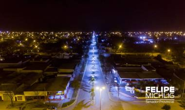 San Guillermo: Felipe Michlig y Romina López inauguraron la obra de iluminación Led de Avenida San Martín