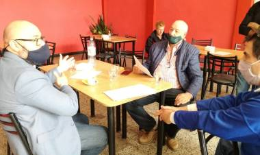 Carlos Suárez se reunió con autoridades del bowling El Clásico