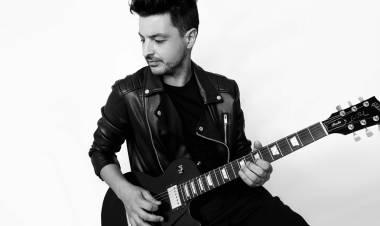 """Chino Manzutti nos cuenta de su último disco: """"Ese Mundo Sin Tiempo"""""""