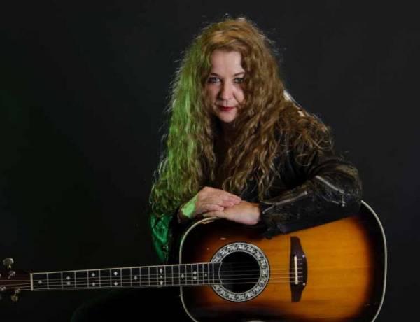 Entrevista Exclusiva a Claudia Puyó, la rebelde del rock nacional