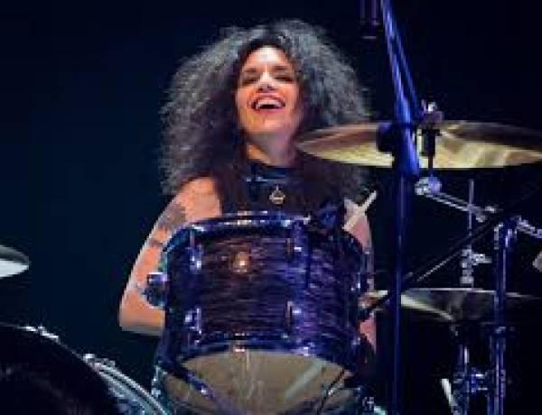 Andrea Alvarez, percusionista del rock nacional en Antología