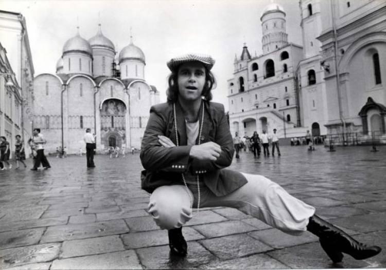 El 21 de mayo de 1979 Elton John es la primera estrella occidental en presentarse en Unión Soviética