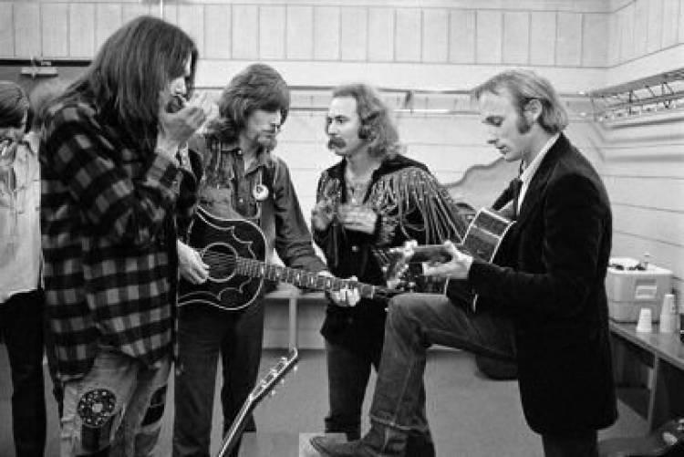 """El 21 de mayo de1970Crosby, Stills, Nash & Younggraban la canción de Neil Young """"Ohio"""""""