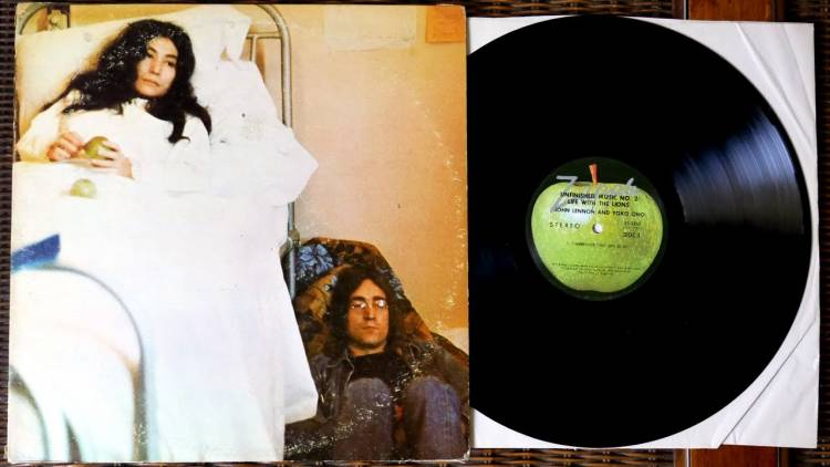 """El 22 de mayo de1969John Lennon y Yoko Onopublican """"Unfinished music, No. 2: Life with the lions"""""""