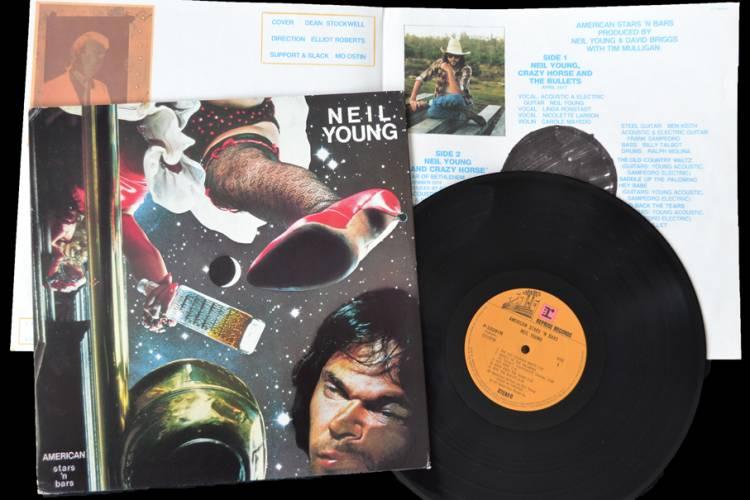 """El 27 de mayo de1977Neil Youngpublica el álbum """"American stars 'n bars"""""""