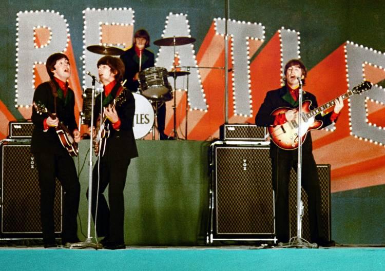 Primer Concierto de Beatles en el Nippon Budokan Hall en Tokio