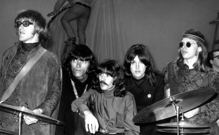 El 6 de julio de 1965 se forma el grupo Jefferson Airplane