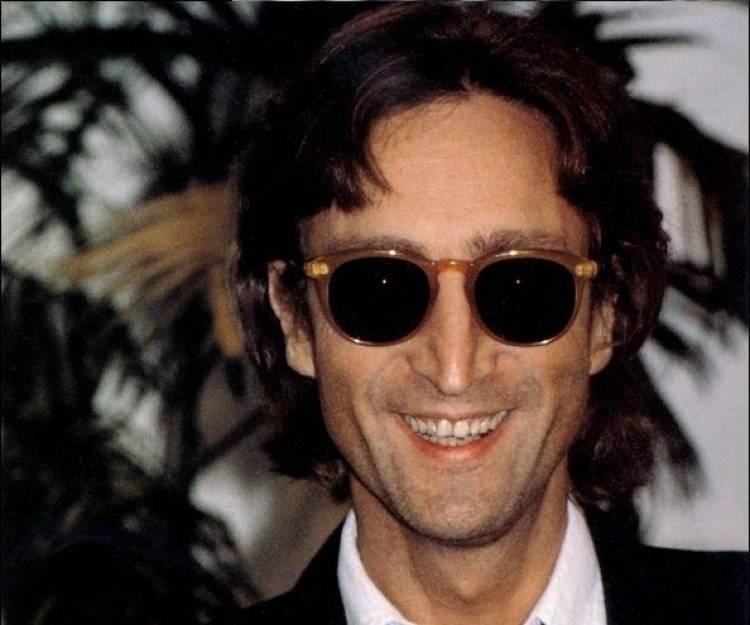 El 9 de octubre de 1940 nace John Lennon