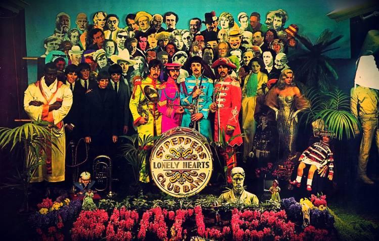 30 de marzo de 1967 se toma la fotografía de la portada del disco Sgt Pepper's Lonely Hearts Club Band de The Beatles.