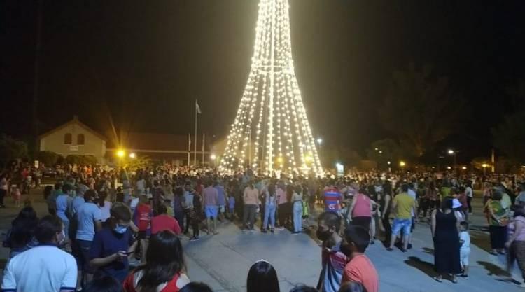 El Senador Michlig acompañó en Ceres a la intendenta Dupouy en la inauguración de un gigante árbol navideño