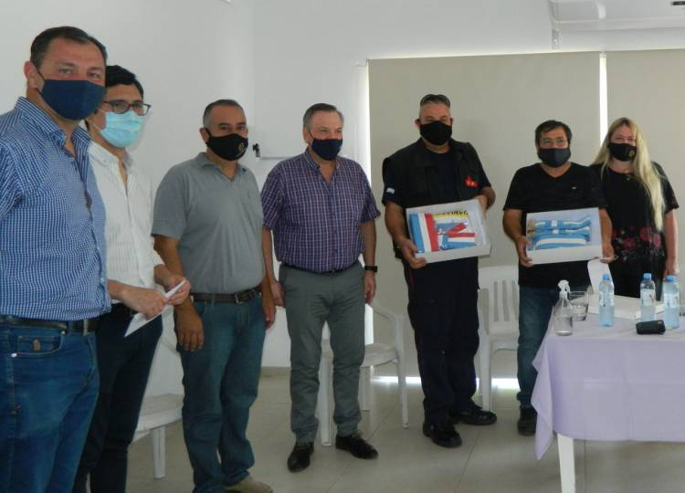 Michlig y Dupouy entregaron aportes a instituciones y visitaron el Cuartel de Bomberos de Ceres