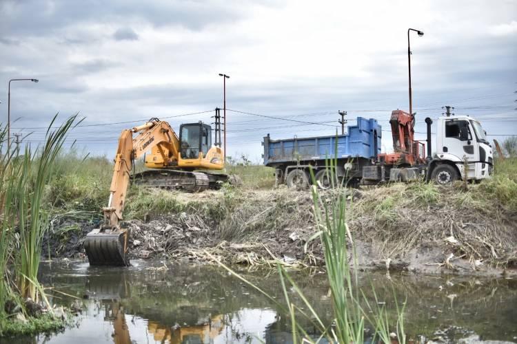 La Municipalidad avanza con la limpieza de canales y desagües pluviales entubados