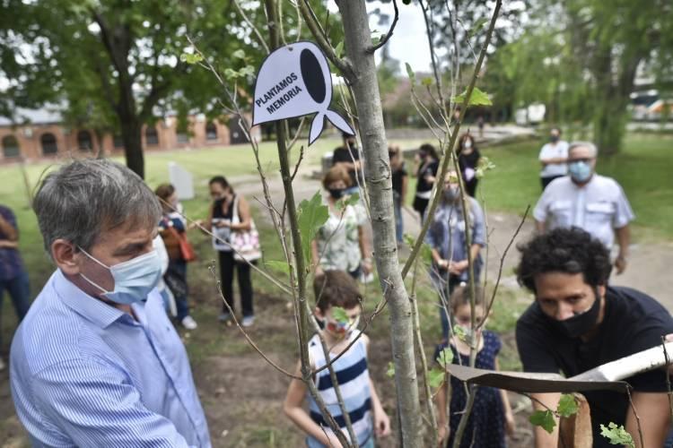 Jatón encabezó actos conmemorativos por el Día de la Memoria