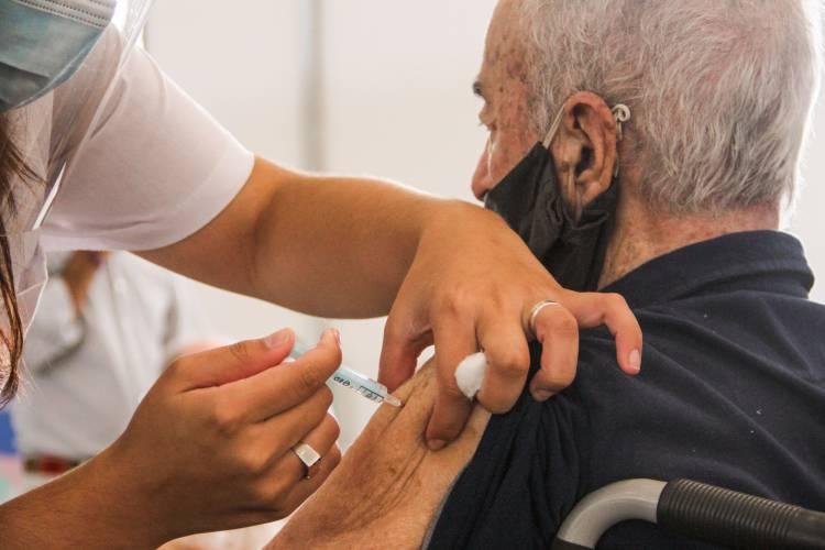La provincia recibió 176.750 vacunas para inmunizar contra el Covid en una semana